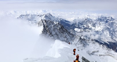 on_the_ridge_of_everest1080x560.jpg